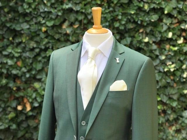 Groen trouwpak bij Black tie